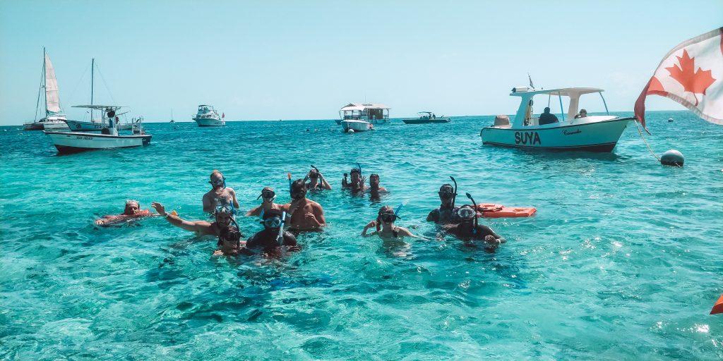 Drift Inn guests snorkeling Belize Barrier Reef