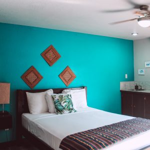 drift-inn-hotel-room-in-belize