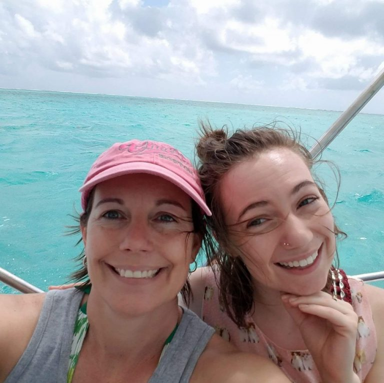donna-and-hailey-powell-in-belize