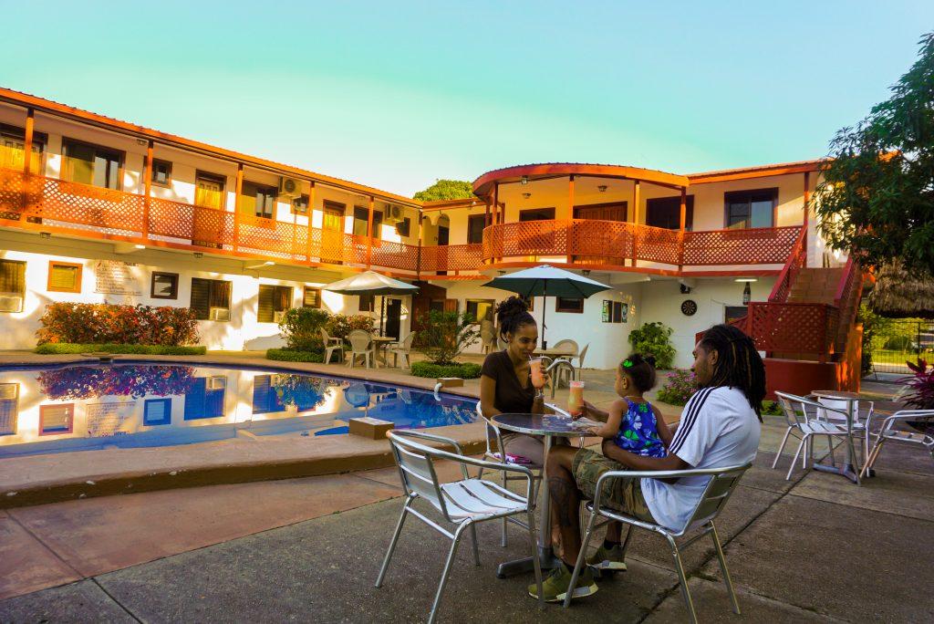 Drift-inn-aguada-cayo-hotel-in-belize