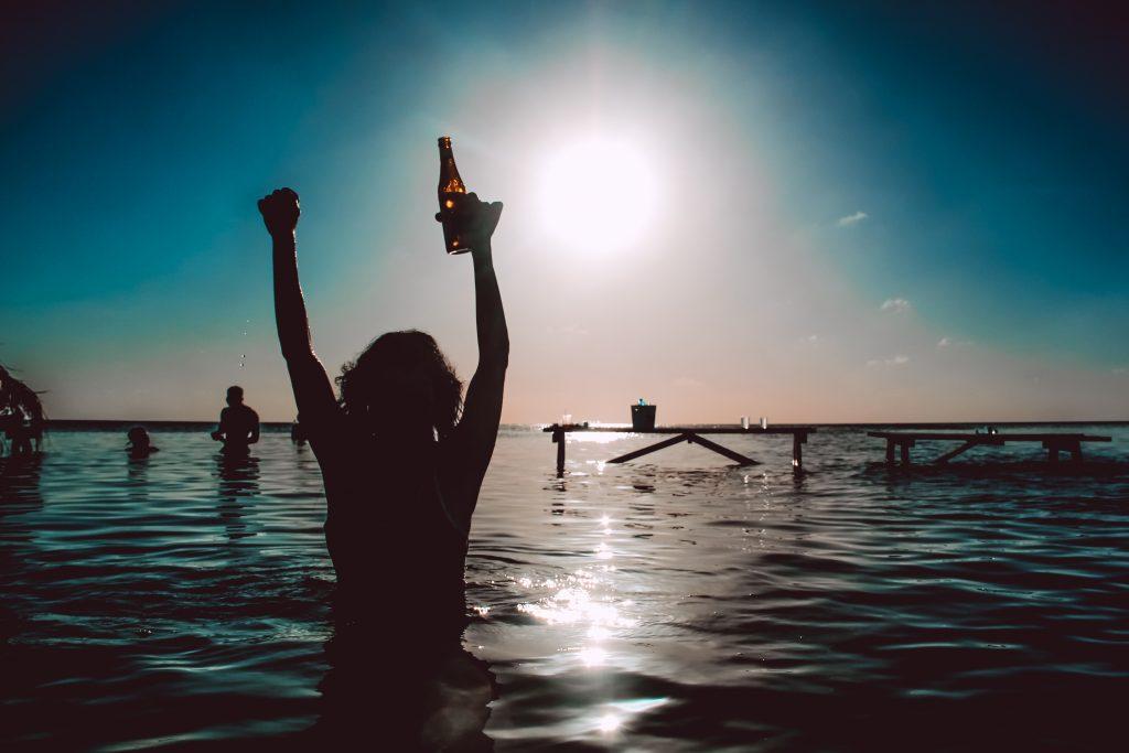 drift-inn-belize-guest-enjoys-sunset-in-caribbean-sea